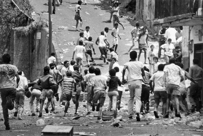 Crisis de la democracia bipartidista y apogeo de la Anti-política (1984-1998)